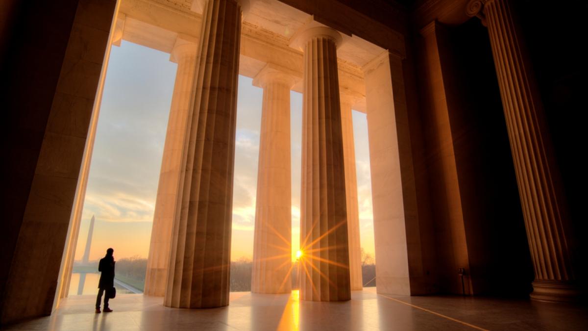 Lincoln Memorial sunrise view